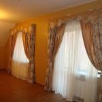дизайн штор для гостиной с узорами